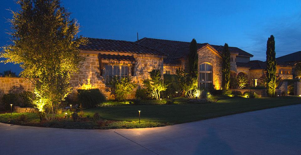 Landscape Lighting Improves Curb Eal And Home Value